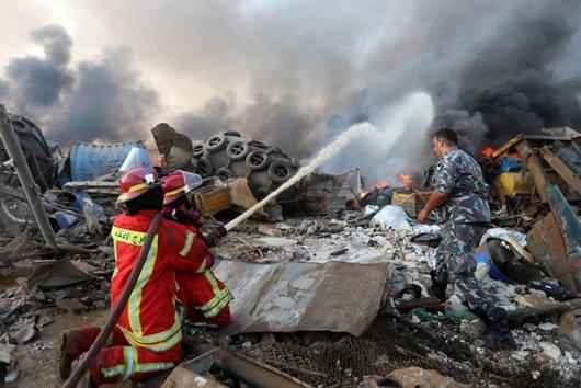 """Hiện trường vụ nổ khủng khiếp """"như bom nguyên tử"""" khiến thủ đô Lebanon chìm trong khói lửa - ảnh 1"""