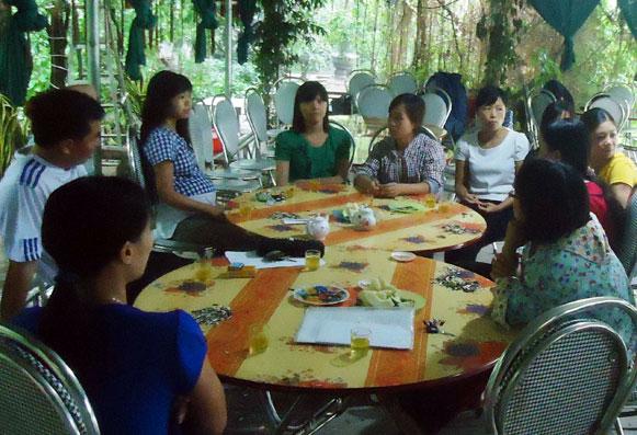 Huyện đuổi việc 647 thầy cô giáo, bố mẹ tự đóng tiền thuê cô về dạy - Ảnh 1