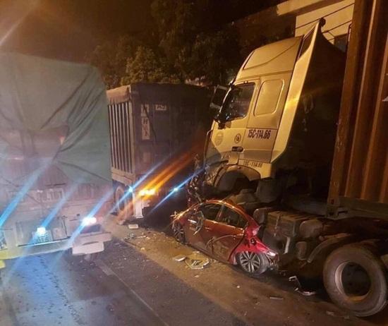 Vụ xe container đè ô tô con 3 người chết ở Hà Nội: Cả 3 phương tiện đều còn hạn đăng kiểm - ảnh 1