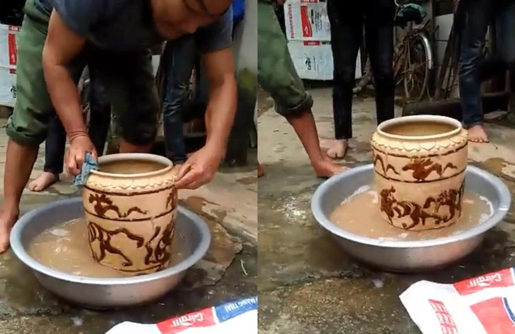 Cận cảnh chiếc bình cổ có hình hổ vờn, bán 400 triệu ở Nghệ An - ảnh 1