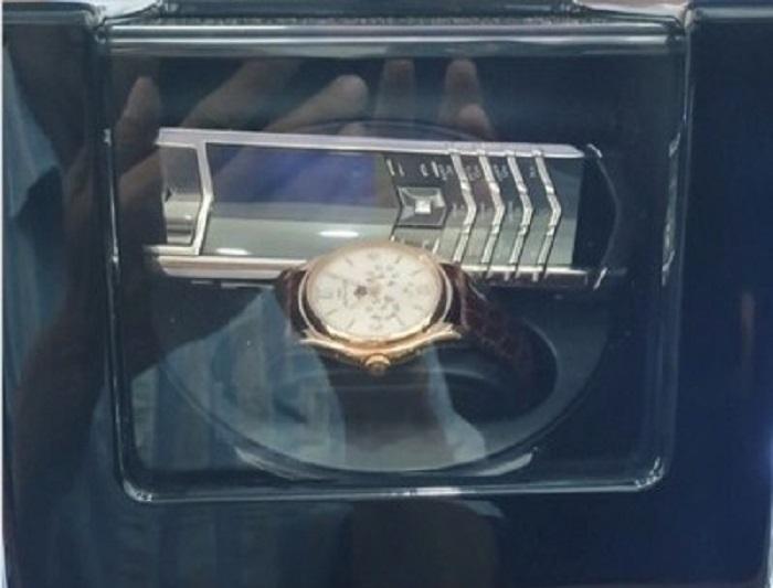 Doanh nhân Quảng Ninh chi 2 tỷ mua đồng hồ, điện thoại của ông Đoàn Ngọc Hải - ảnh 1
