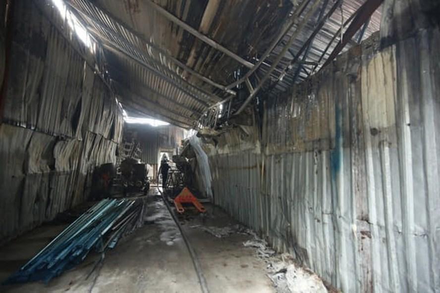 Vụ hỏa hoạn 8 người chết ở Hà Nội: Thi thể cuối cùng được tìm thấy sau nửa ngày tìm kiếm - Ảnh 2