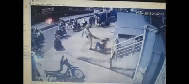 Xác minh clip CSGT chĩa súng, đánh người sau va chạm giao thông - Ảnh 1
