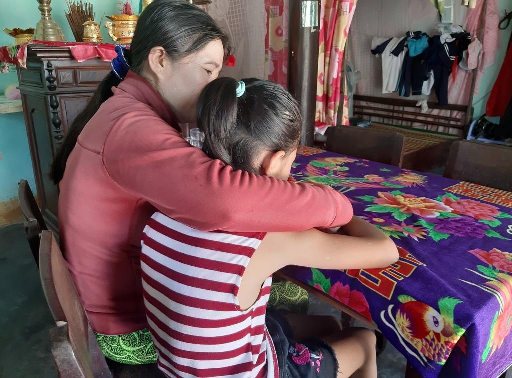 Vụ cụ ông U80 bị tố hiếp dâm bé gái 11 tuổi: Lời kể đẫm nước mắt của mẹ nạn nhân - Ảnh 1