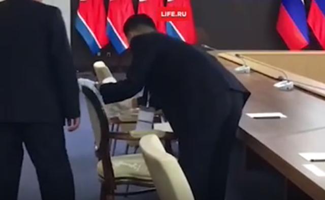 Cận cảnh dàn vệ sĩ chạy theo xe của Chủ tịch Kim Jong-un tại Nga - Ảnh 6