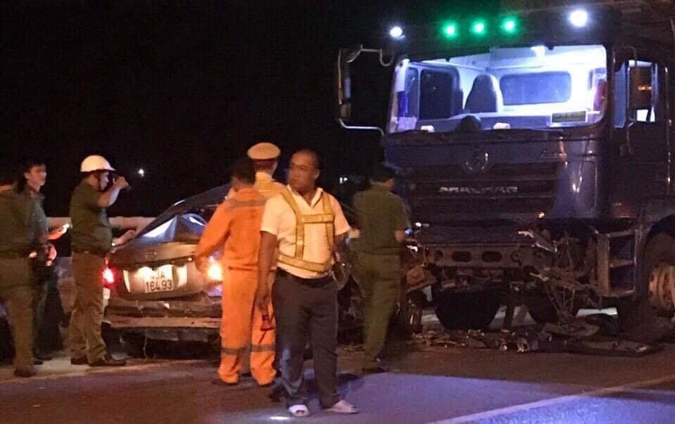 Ô tô con đấu đầu xe tải trước cửa hầm Hải Vân, 2 người chết, 3 người bị thương nặng - Ảnh 3