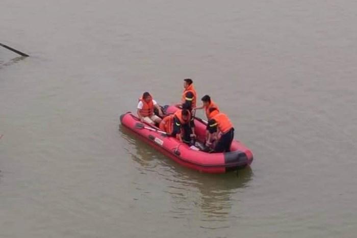 Nữ kế toán trường học bất ngờ gieo mình xuống sông Lam tự vẫn - Ảnh 2