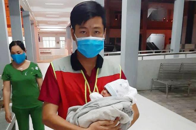 Xót xa bé sơ sinh bị bỏ rơi ở Tây Ninh - ảnh 1