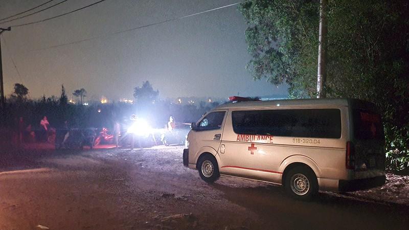 Phát hiện người đàn ông chết giữa đường ở TP.HCM, nghi bị sát hại - ảnh 1