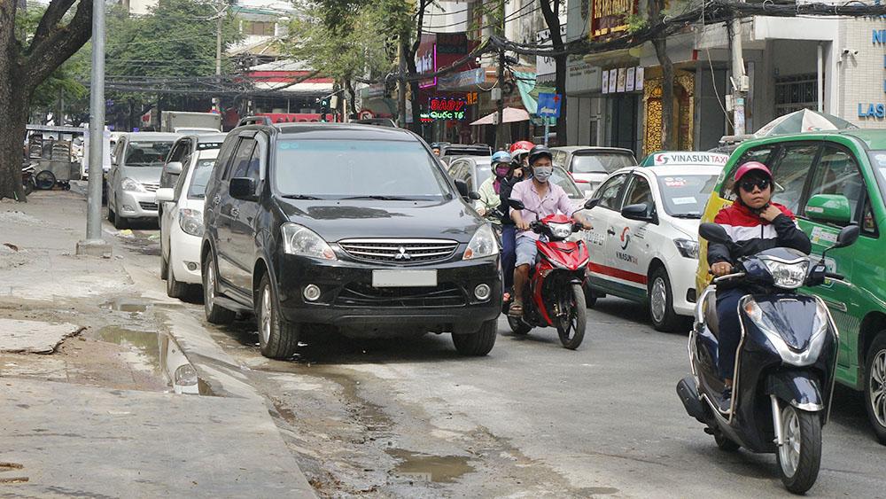 Dừng đỗ ô tô sai quy định có thể bị phạt đến 12 triệu đồng - ảnh 1
