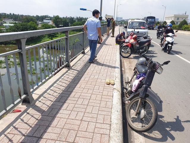 """Nghi án bị """"giang hồ"""" đòi nợ, người đàn ông hoảng loạn nhảy xuống sông Sài Gòn mất tích - ảnh 1"""