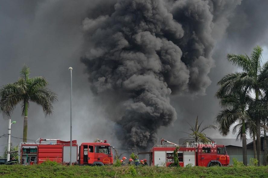 Phó Thủ tướng yêu cầu điều tra vụ cháy kho hóa chất tại Hà Nội - ảnh 1