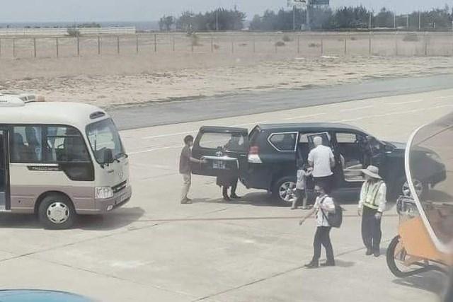 Vụ xe biển xanh vào sát máy bay đón Phó Bí thư: Tỉnh ủy Phú Yên nói gì? - ảnh 1