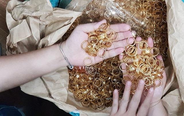 """Hé lộ thủ đoạn của nhóm thanh niên dùng nhẫn vàng giả để """"tri ân"""", lừa 18.000 người - ảnh 1"""