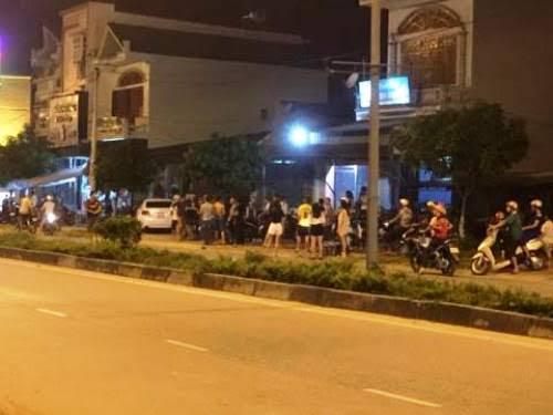 Điều tra vụ hỗn chiến trước quán karaoke, 4 người nhập viện - ảnh 1