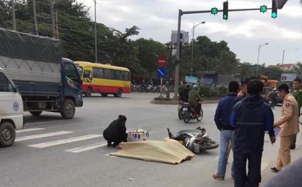 Tin tai nạn giao thông mới nhất ngày 15/12/2018: Bé trai 3 tuổi tử vong thương tâm sau va chạm - ảnh 1