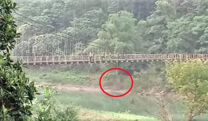 Tá hỏa phát hiện thi thể thanh niên treo lơ lửng giữa cầu ở Hà Giang - Ảnh 1