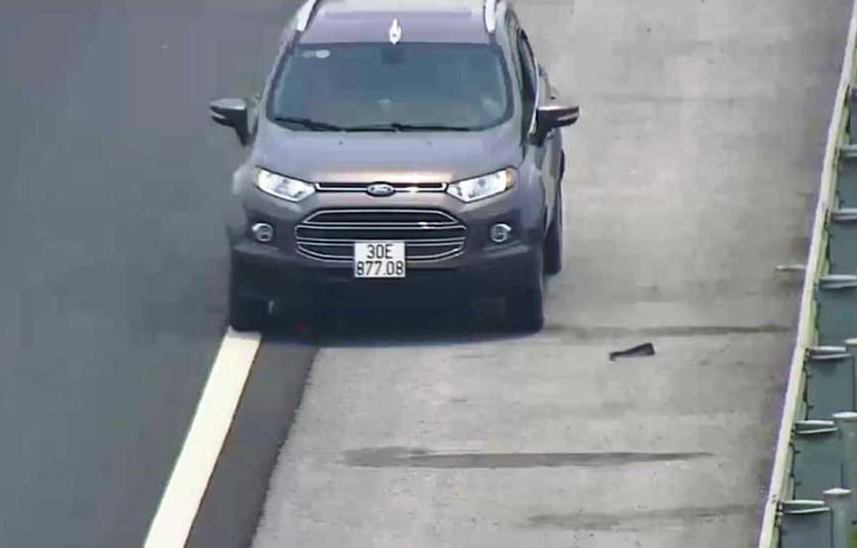 Chạy ngược chiều trên cao tốc Hải Phòng, tài xế bị phạt hơn 7 triệu đồng - Ảnh 1