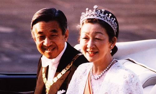 Những hình ảnh ghi dấu cuộc đời Nhật hoàng Akihito - vị hoàng đế của những điều đầu tiên - Ảnh 2