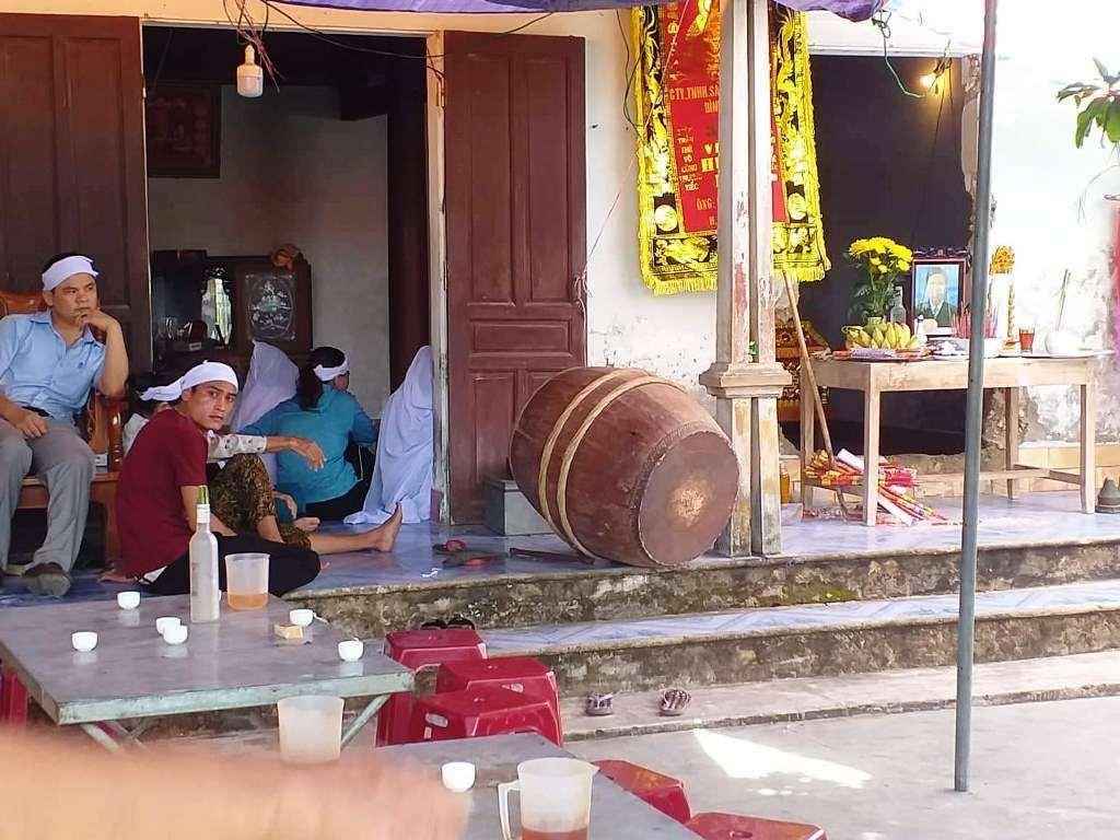 Vụ 2 người thương vong vì bị cứa cổ ở Nghệ An: Nghi phạm giả vờ ngất xỉu - Ảnh 2