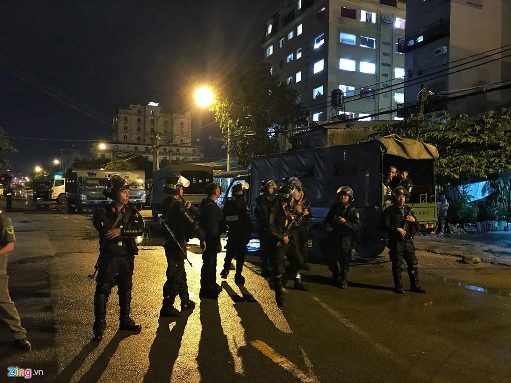 Cận cảnh hàng trăm cảnh sát khám xét trụ sở công ty Alibaba hơn 12 giờ đồng hồ - ảnh 1