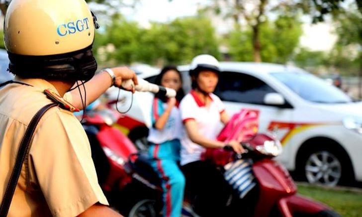 Trường hợp nào đội mũ bảo hiểm khi tham gia giao thông vẫn bị xử phạt? - ảnh 1