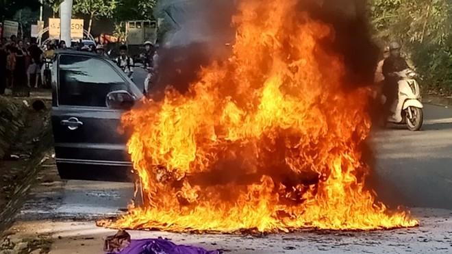 Thanh Hóa: Ô tô biển số VIP 5678 bất ngờ bốc cháy dữ dội đúng ngày đăng kiểm - ảnh 1