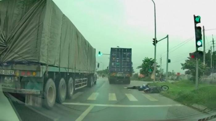 Tin tai nạn giao thông mới nhất ngày 6/8/2020: Hé lộ danh tính tài xế container cán chết cô gái trẻ ở Mê Linh - ảnh 1