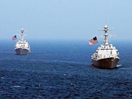Tàu chiến Mỹ tuần tra gần đảo nhân tạo Trung Quốc trên Biển Đông - ảnh 1