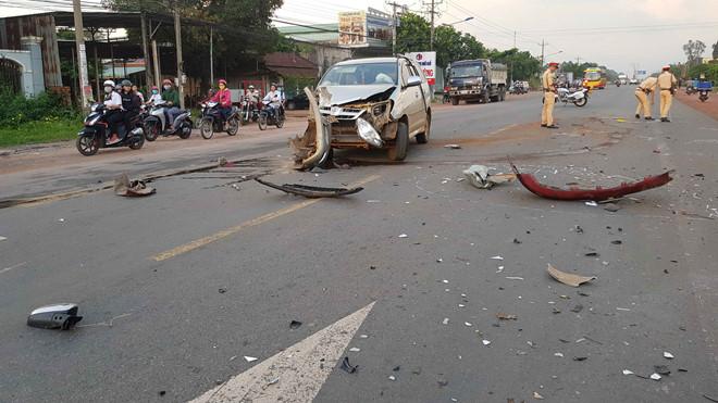 Bình Phước: Xe bán tải và ô tô 7 chỗ va chạm kinh hoàng, 3 người bị thương nặng - ảnh 1