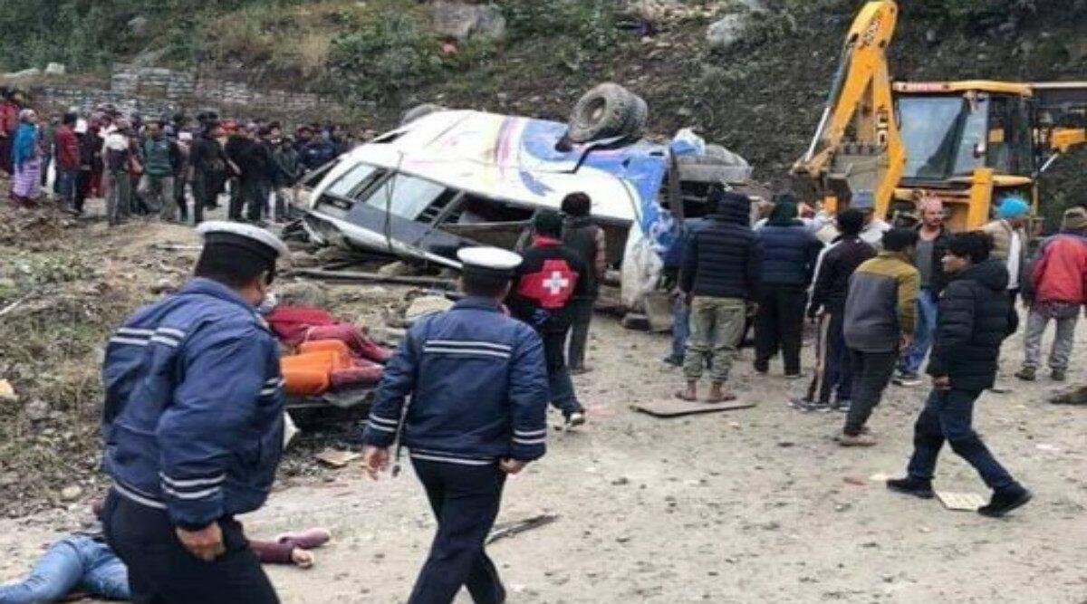 Xe buýt chở đoàn người hành hương lao xuống sườn núi dựng đứng, ít nhất 14 người thiệt mạng - ảnh 1