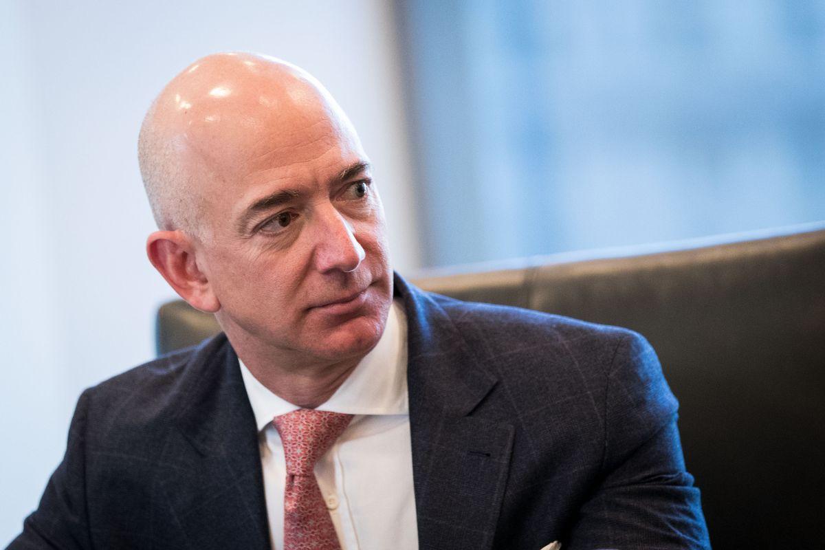 Người giàu nhất thế giới nhận mức lương không thay đổi trong 20 năm - Ảnh 1