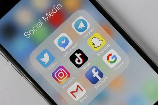 """Hai """"gã khổng lồ"""" Facebook và Google sẽ bị phạt nặng nếu không gỡ nội dung bạo lực  - ảnh 1"""
