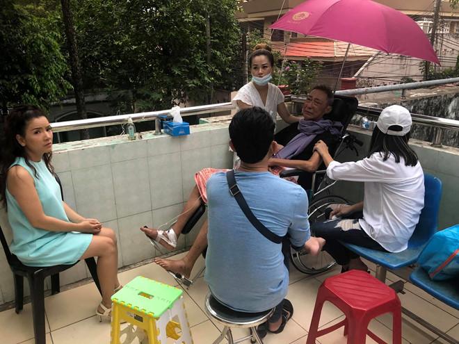Sức khỏe nghệ sĩ Lê Bình đã tạm ổn định, không còn sốt mê man - Ảnh 1