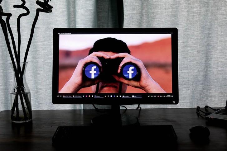 Nữ nhà báo Mỹ khẳng định Facebook đang theo dõi người dùng - Ảnh 1