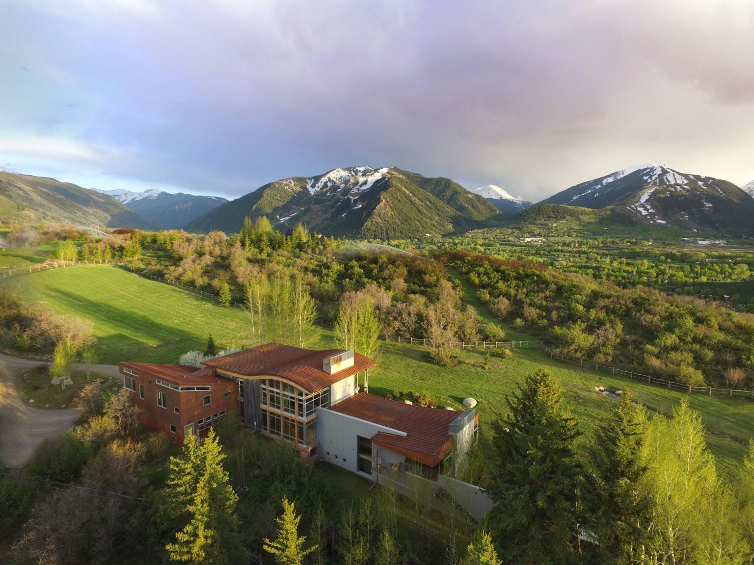 Thị trấn nhỏ ở Mỹ có gì đặc biệt mà khiến giới nhà giàu đổ vài chục triệu đô để mua một căn nhà? - ảnh 1