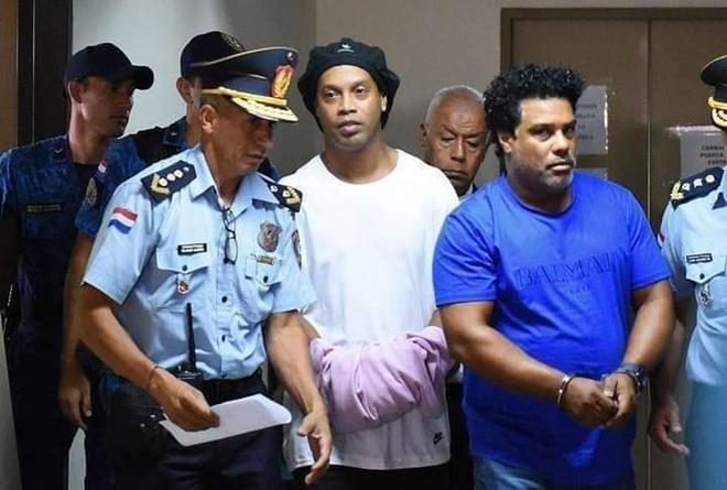 Ronaldinho đối diện mức án 10 năm tù sau nhiều cáo buộc liên quan đến đường dây rửa tiền - ảnh 1