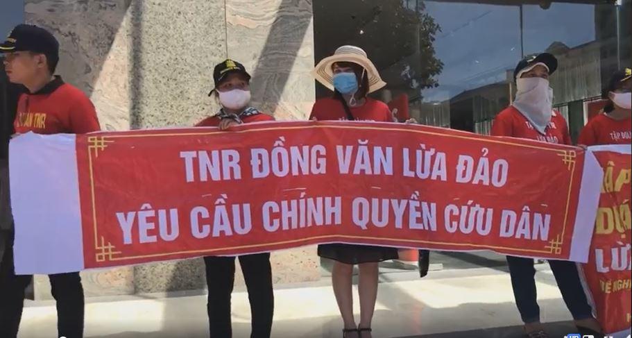 """Cư dân TNR Stars Đồng Văn tiếp tục """"vây"""" trụ sở TNR Holdings đòi quyền lợi - ảnh 1"""
