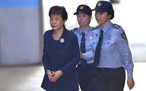Cựu Tổng thống Hàn Quốc Park Geun-hye được giảm án còn 20 năm tù - ảnh 1