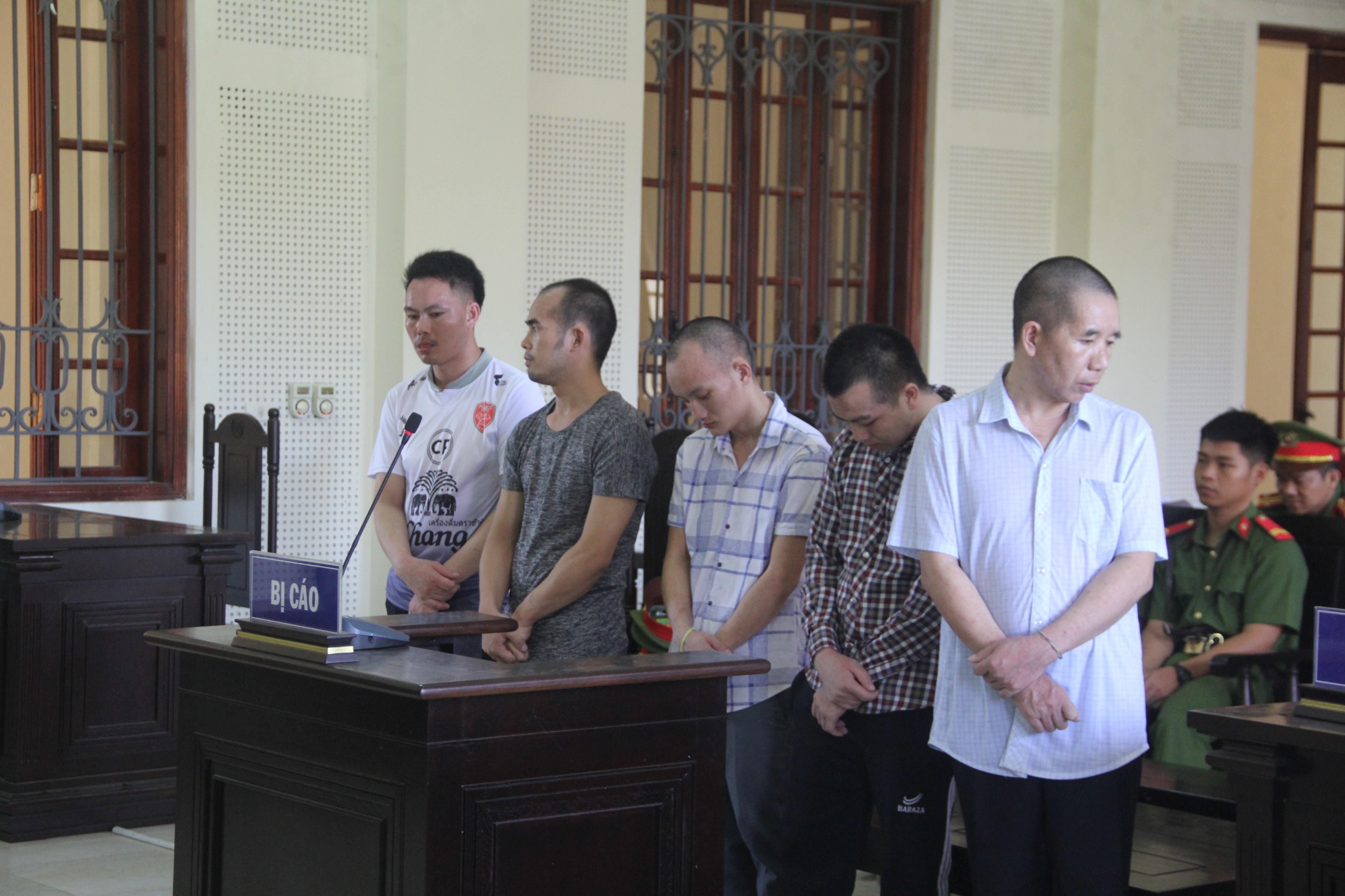 Mua bán 28kg ma túy, cặp ngoại quốc bật khóc nức nở ngay tại tòa - ảnh 1