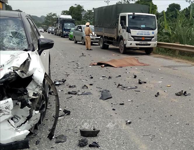 Tin tai nạn giao thông mới nhất ngày 27/7/2020: Lật xe kinh hoàng, 15 người chết - ảnh 1