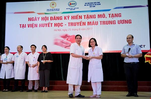 Gần 500 cán bộ Viện Huyết học Truyền máu TW đăng ký hiến mô, tạng  - ảnh 1