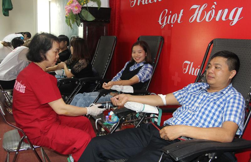 Gần 500 đoàn viên tham gia hiến máu tình nguyện tại Thái Nguyên  - ảnh 1