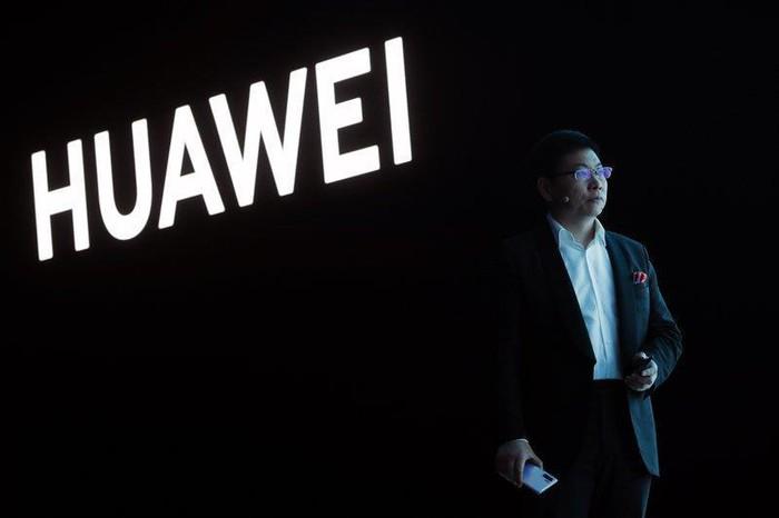 Tổng thống Trump ký sắc lệnh mở đường cấm cửa tập đoàn Huawei - Ảnh 1