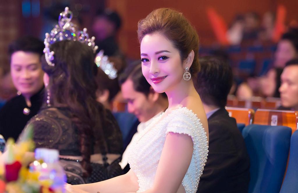 Loạt sao Việt từng quảng cáo cho doanh nghiệp có mỹ phẩm giả đang bị điều tra - ảnh 1