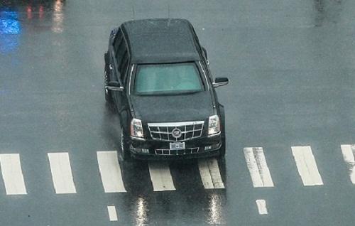 """""""Quái thú"""" Cadillac One chở Tổng thống Trump tại Đà Nẵng có tính năng gì? - ảnh 1"""