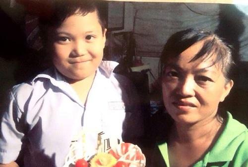Người mẹ trắng đêm tìm con trai mất tích khi đi chơi tại công viên Sài Gòn - ảnh 1