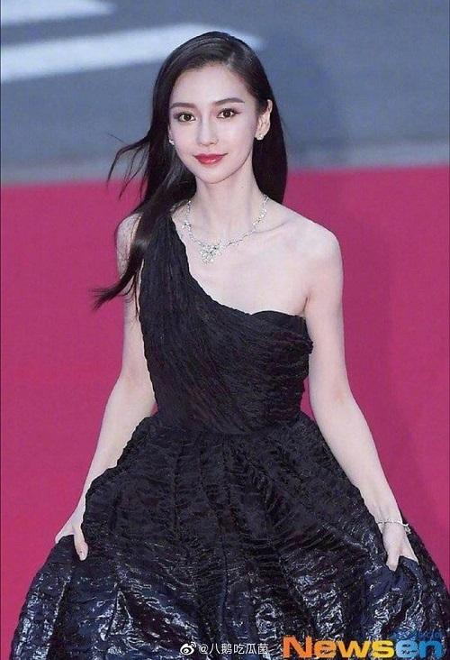 """Xuất hiện như """"nữ thần"""" tại LHP Busan, Angela Baby được truyền thông Hàn Quốc hết lời ca tụng - ảnh 1"""