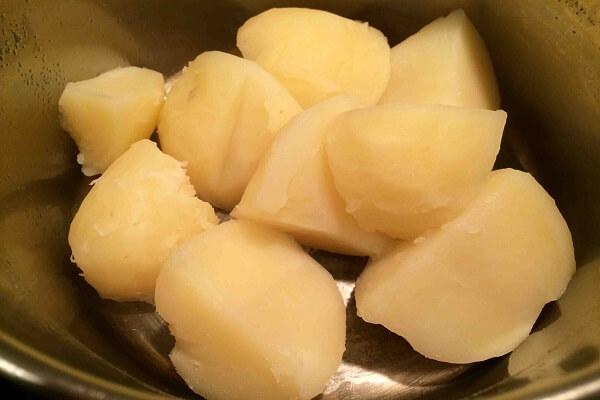 """Mẹ đảm chia sẻ công thức làm khoai tây bi giòn """"chinh phục"""" cả những bé khó ăn nhất - ảnh 1"""