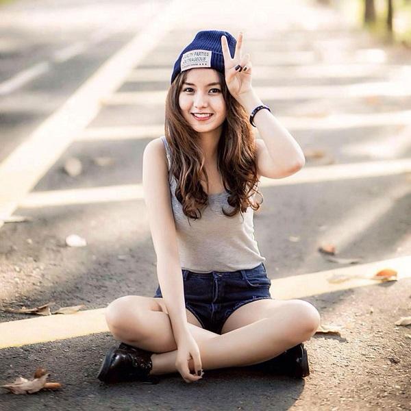 Hot girl ĐH Công Nghiệp Thực Phẩm TP.HCM kiếm 50 triệu đồng/tháng nhờ bức ảnh mặc đồng phục - ảnh 1